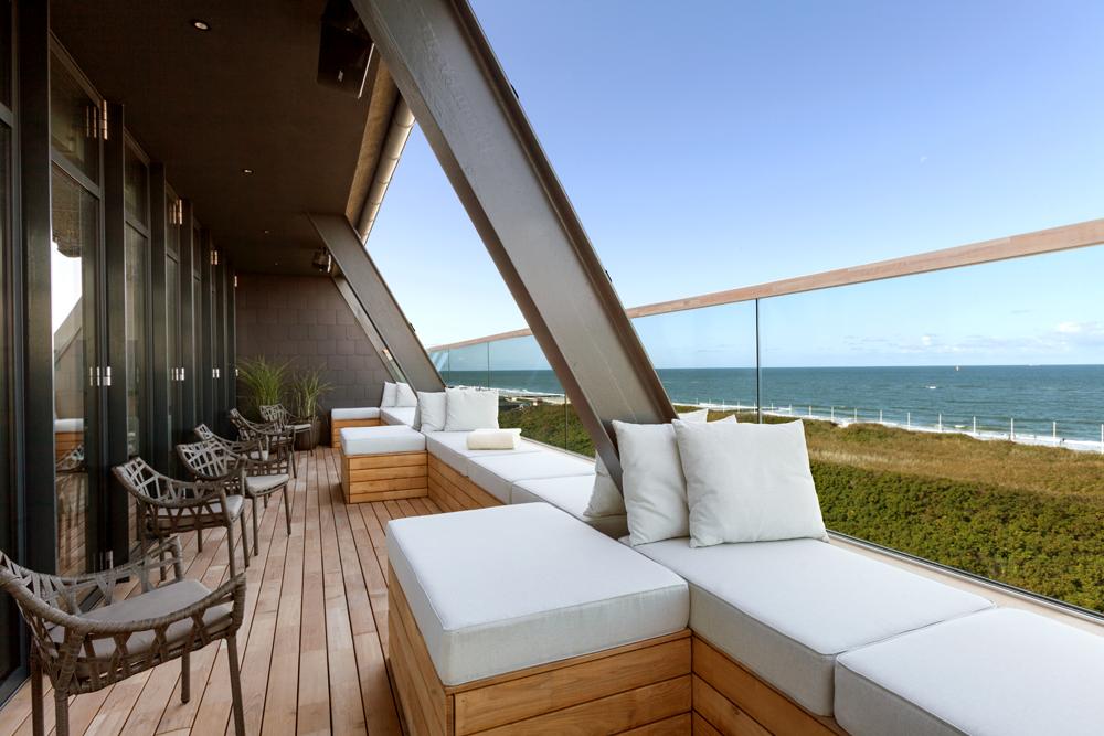 Meerblick in der Lounge vom Wyn. Strandhotel Sylt genießen